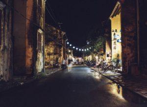 En gata på kvällen